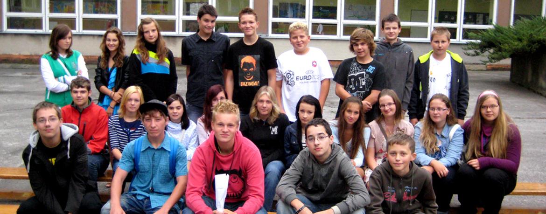 Deváťáci před školou