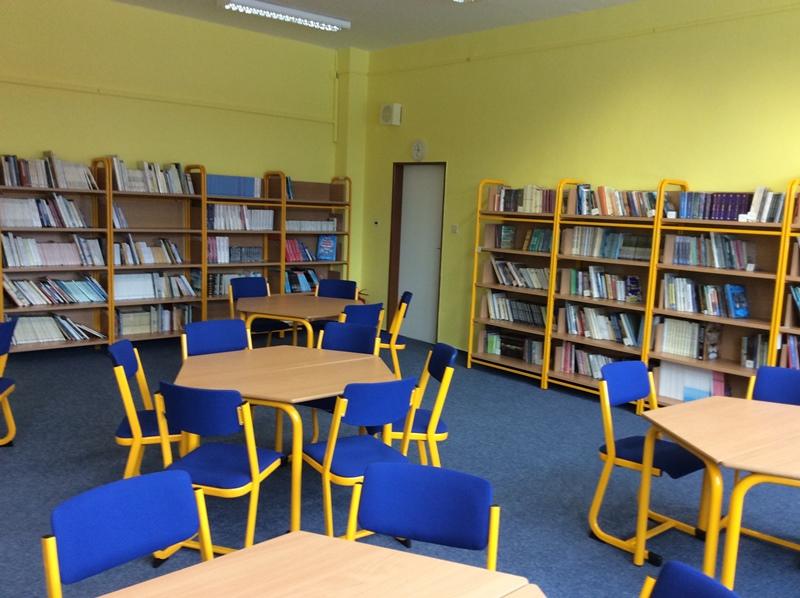 Čtenářský klub na II. stupni - Knihomolky