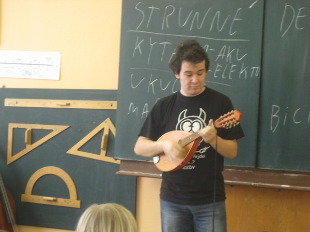 Netradiční hudební výchova ve 2. a 3. třídě