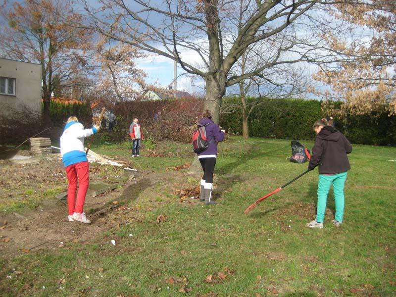 Úklid školní zahrady