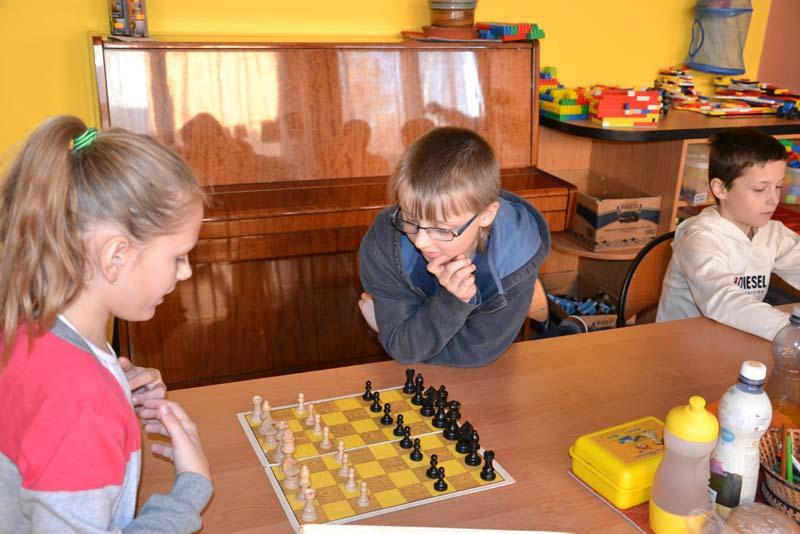 Dáma a Šachy